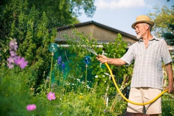comment arroser le jardin pendant les vacances